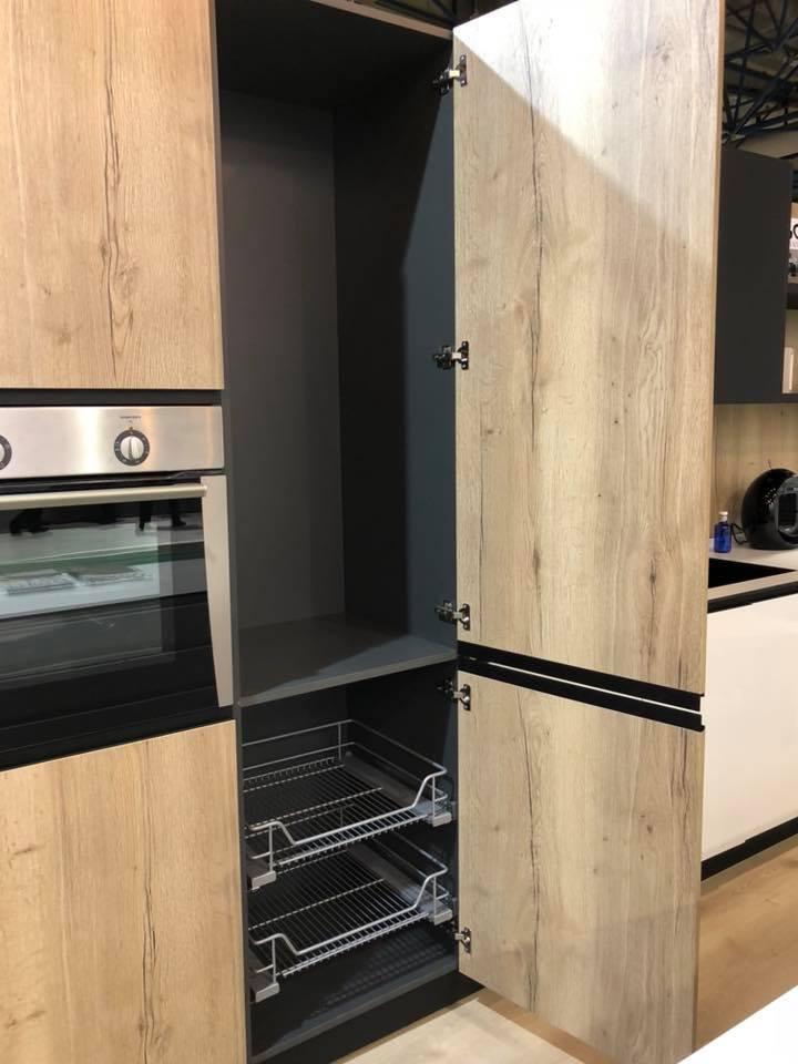Puertas de cocina puertas de madera para la cocina agloma for Cocina de madera antracita