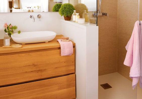 Si tienes un baño pequeño, elige un mueble a medida