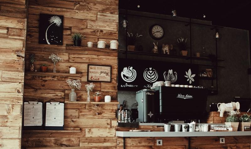 Uso de paneles de madera para la decoración